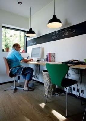 Despacho con una franja de pintura de pizarra : x4duros.com