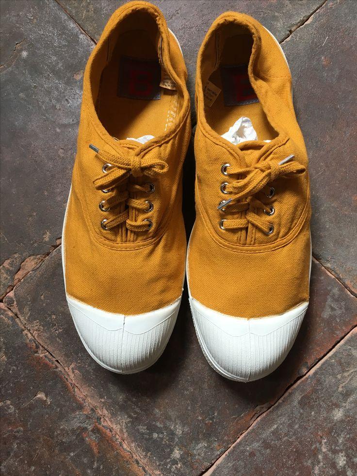 Ben Simon sko i en karrygul variant. Super flot til de solbrune ben/fødder. Kan bruges til rigtig meget sommertøj