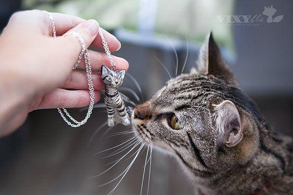 Custom cat portrait pendant silver plated by JasminBlancBoutique