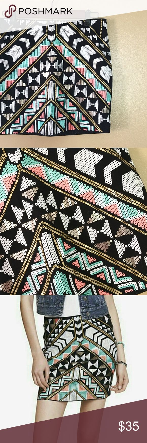 Express Aztec Mini Skirt 🌞 This trendy mini skirt is perfect paired with tights and booties for girls night out! Full cotton lining makes it super comfy and wearable in any weather. NWT, perfect condition. Express Skirts