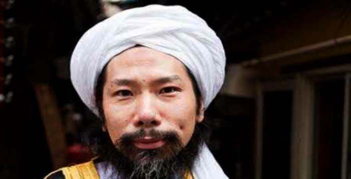 Takazawa  Nama asli pria ini adalah Taki Takazawa, secara penampilan dia mirip seperti anggota mafia jepang atau yang dikenal dengan sebutan Yakuza. Selama lebih dari 20 tahun Takazawa berprofesi sebagai penato anggota geng paling di takuti di jepang itu. Namun sekarang Takazawa menjadi 1 dari 5 imam masjid besar di jepang.