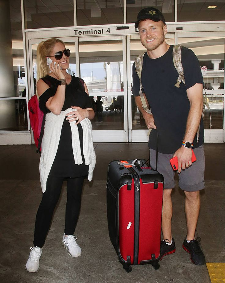 Heidi Montag & Spencer Pratt from The Big Picture: Today's Hot Photos  Bumping along! The expectant couple isall smiles at LAX.