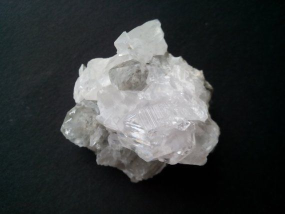 quartz mineral data mineralogy database - 570×428