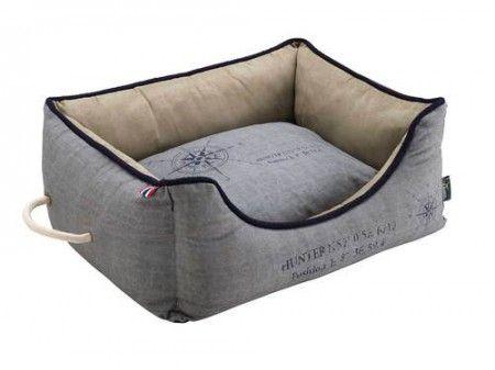 Hunterin List koiranpeti upeilla yksityiskohdilla. Silver käsittely estää lian ja kosteuden pääsyn pehmustesiin. Pesu 30c , pehmusteet saat irrotettua pesun ajaksi vetoketjut avaamalla.