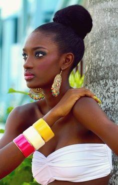 Summertime stylin! Makeup for women of color, darkskin tones, brownskin tones, tropical setting