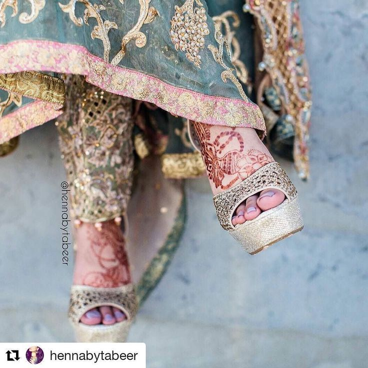 #follow@hennafamily #hennafamily  #Repost @hennabytabeer   Bridal henna for Days because even though its holiday season but it's also a Desi wedding season !!! How beautiful is this outfit and  Shoes. I'm so excited to share these Magical wedding Henna pictures of my client with you guys !!! I got a chance to do henna for beautiful bride @photosbyfaryal !!! Photographers: @_shabster @_rcooperstein I can't explain how wonderfully these amazing photographers captured everything in this picture…