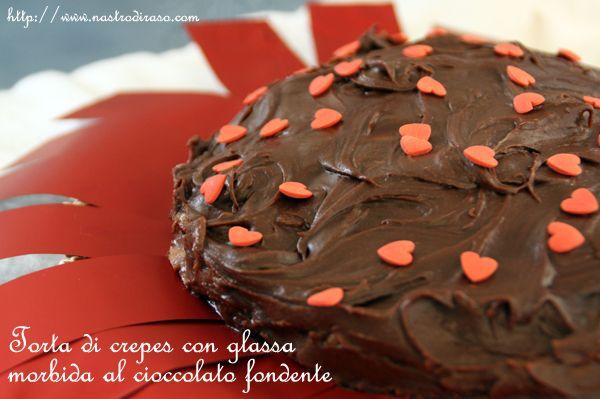 Torta di crepes con glassa morbida al cioccolato fondente