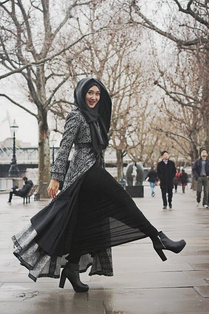Bold | Dian Pelangi How gorgeous you are Dian... Black in smiling as always.. :)