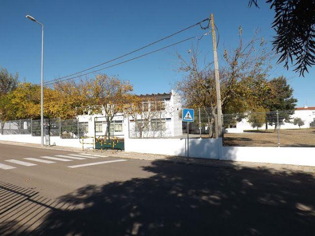 Campomaiornews: Escola da Cooperativa está à venda Município reali...