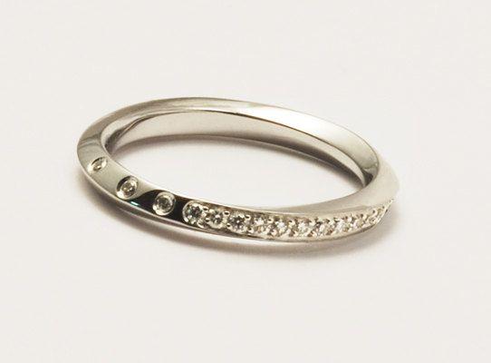 Streamline 18 K Wedding Ring