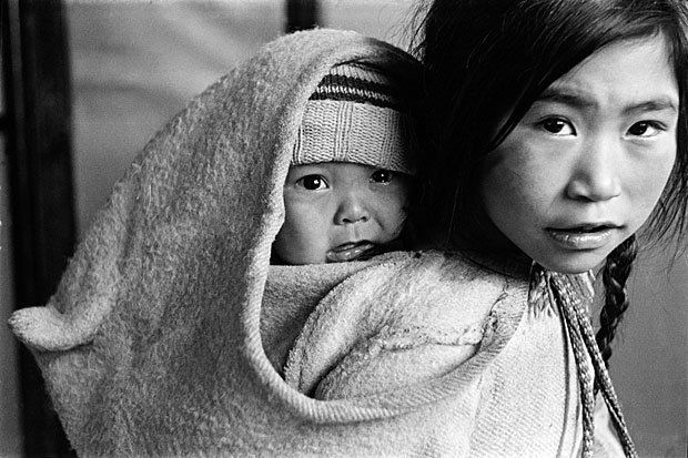 #Amauti des Inuits du Grand Nord canadien ! / Canadian Great North Inuits with their #Amauti!
