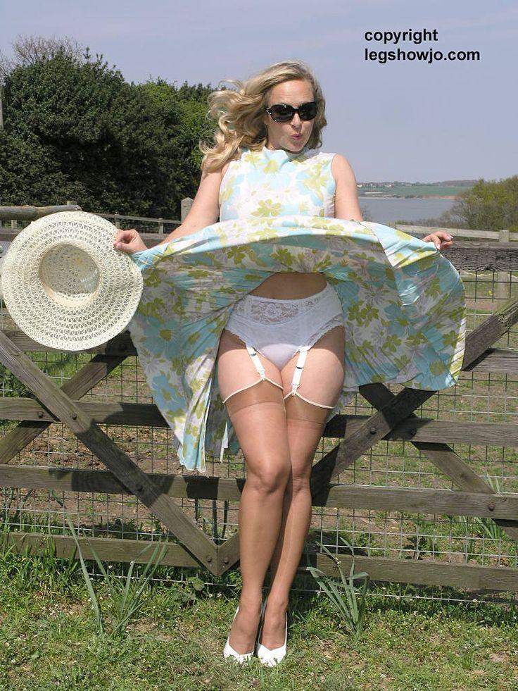Sexy italian woman in skirts-7562