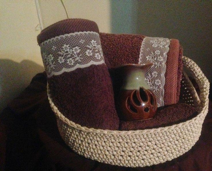 Crochet Towel Basket, free crochet basket pattern from http://way-d.blogspot.com
