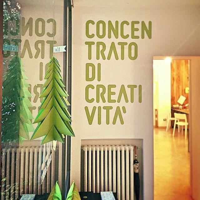 #allberello #ilovepaper #origami #luisacanovistudio #allcreativeagency #favini #paper #majestic #lime #green #satin #christmas #tree