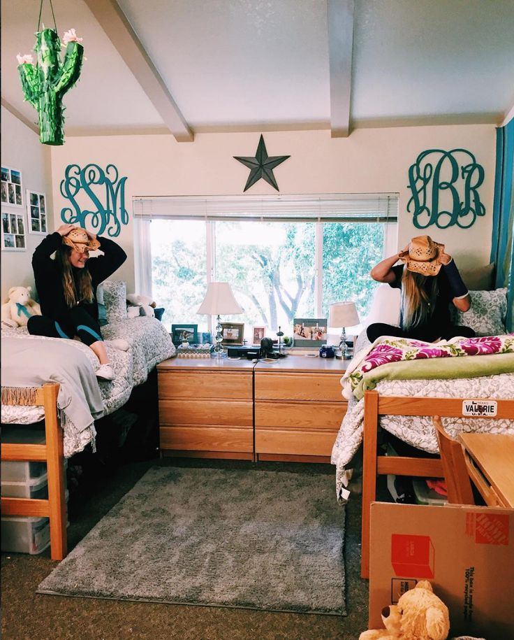 Santa Clara dorm inside Campisi Residence Hall. Photo courtesy of @sarahmackenziesmith
