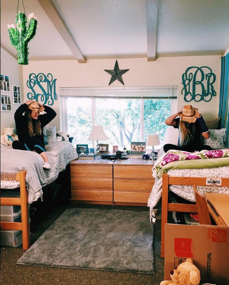 Santa Clara dorm inside Campisi Residence Hall. Photo courtesy of @sarahmackenziesmith