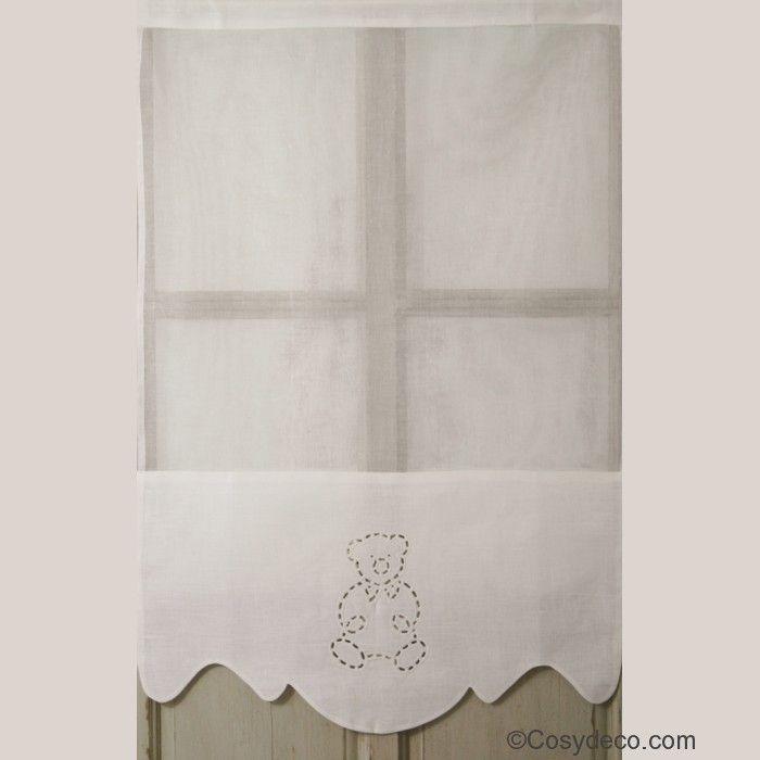 Pour une jolie décoration de la chambre de vos enfants, le rideau en Lin Blanc et décoration Ours ajouré brodé. Tête de Rideau à Fourreau pour le passage de la Tringle. Confectionné par les Cotonnades de Mathilde Disponible en deux tailles.