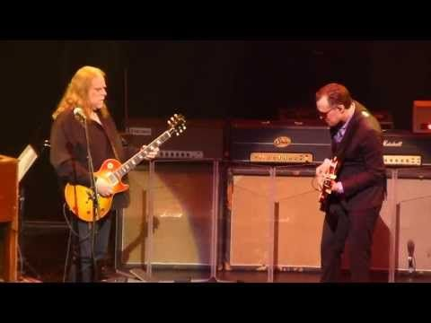 Joe Bonamassa & Warren Haynes - Crossroads - 5/16/13 Beacon Theater, NY - YouTube