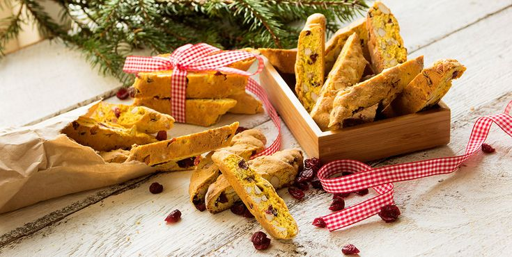 Dejlige, gyldne italienske kager, som virkelig smager af jul. Er gode både til gløgg og kaffe.