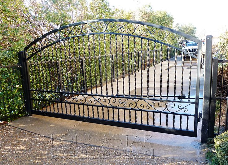 11 best entrance gates images on pinterest entrance for Ready made driveway gates