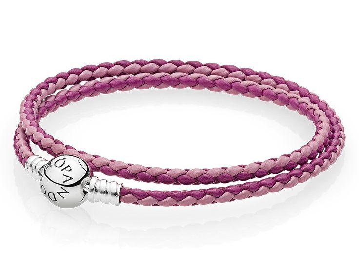 Pandora Armband dubbel zilver-leder 'Moments' roze mix 38 cm 590747CPMX-D2.  Dubbele lederen armband met zilveren Pandora bolsluiting. Geef een kleurrijke touch aan je outfit met een mix van roze en sterling zilver. Deze hand-finsihed dubbele lederen armband draag je dubbel om je pols en kan met je favoriete charms worden gedragen, maar ook zonder charms is hij erg stijlvol. https://www.timefortrends.nl/sieraden/pandora/bedelarmbanden.html