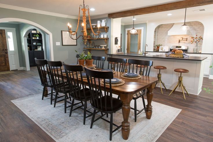 A family gathering space was at the top of the wish list for this family. In the original floor plan the dining area and the kitchen were actually flip flopped. But with the flow of the house, switching them made more sense.