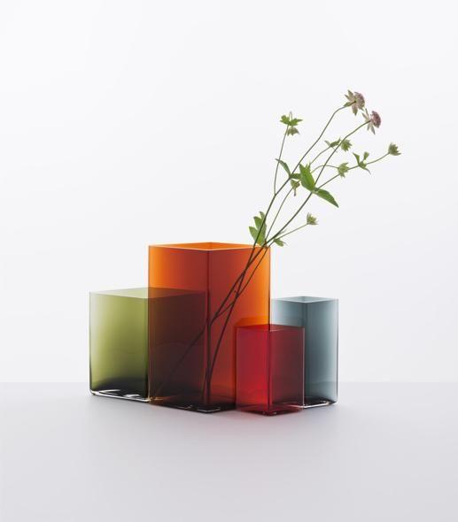 Vasi di vetro geometrici: i Bouroullec creano Ruutu per Iittala