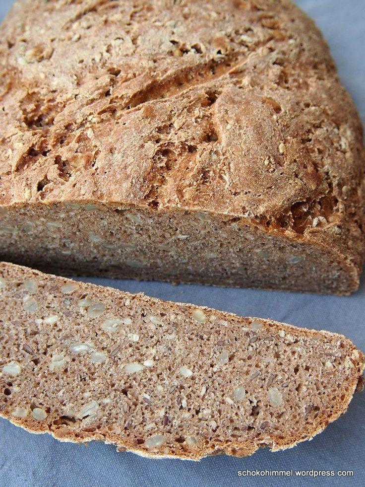 Neue Woche, neues Brot. Ein richtig tolles Brot wie vom Bäcker, saftig und kräftig. Und sooooo gesund mit reinem Vollkornmehl. Das hilft Euch dabei, fünf lange Werktage zu überstehen 😉 . Das Grundrezept habe ich bei Simone vom Blog S-Küche … Weiter