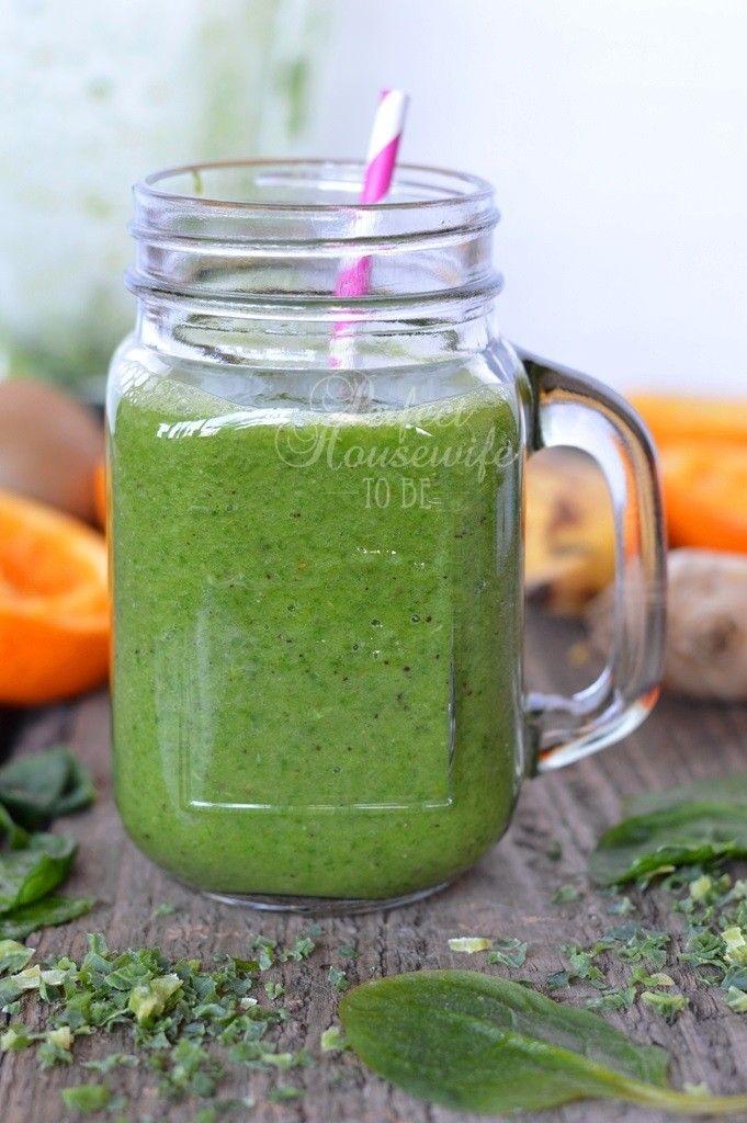 IJzersterke groene smoothie met spinazie en boerenkool. Ideaal om meer groente te eten op een dag (geen zorgen, proef je niks van)!