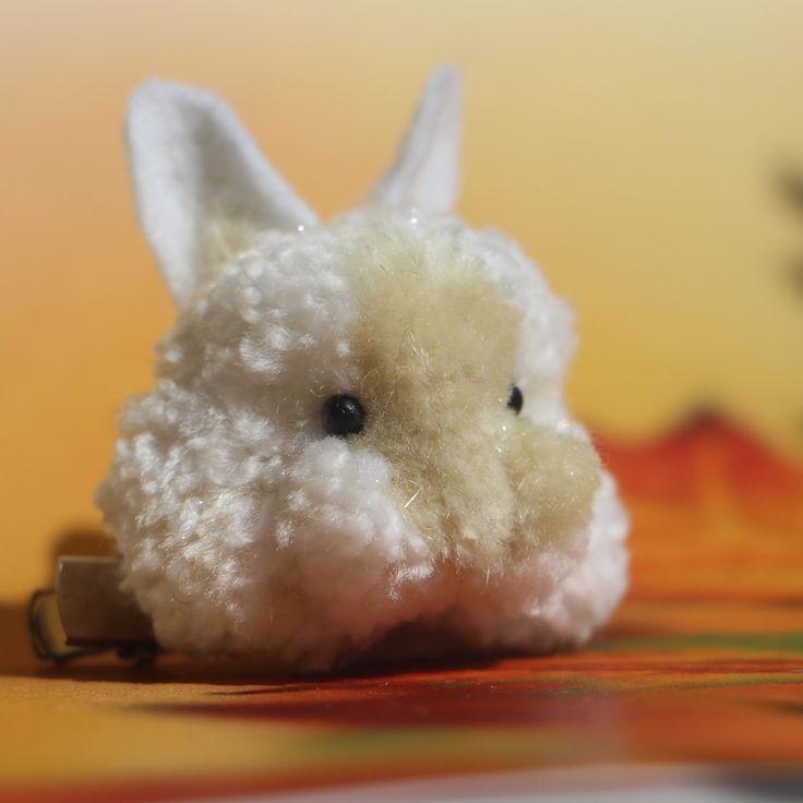 "Brož  \""Králíček Bambulka\"" | Zobrazit plnou velikost fotografie, Brooch cute pomp pomp animals, wool, light, nature, animal, natural, rabbit, pet, white, cheerful, gentle, sweet, cute pom pom animals, miniature"