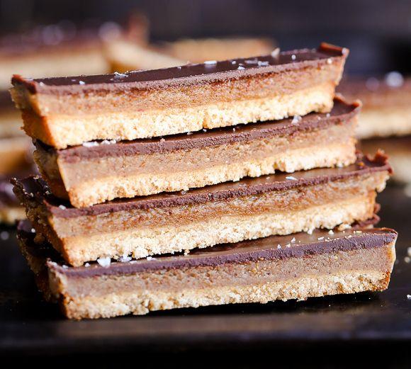 Aujourd'hui, je vous propose un dessert parfait! Une recette végétarienne qui imite à la perfection le goût de la délicieuse barre Twix! Miam