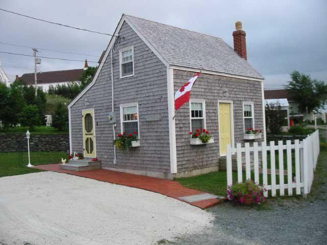 tiny saltbox houses Saltbox House Tiny house