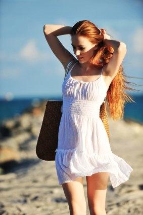 Vaše vlasy trpí i v létě, především nadměrnými dávkami UV záření, vysušují se ať už slanou mořskou vodou nebo chlorovanými bazény. Dopřejte péči, kterou si zaslouží - například varianta Timotei intenzivní péče je to pravé