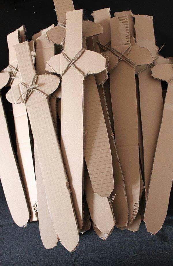 Espadas de papelão Mehr
