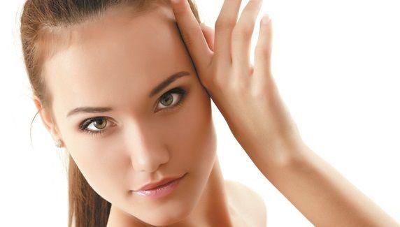 Manfaat masker kentang untuk kulit wajah diantaranya memutihkan kulit, mengatasi kulit kering, menghilangkan kerutan, keriput, flek hitam, dan bekas jerawat
