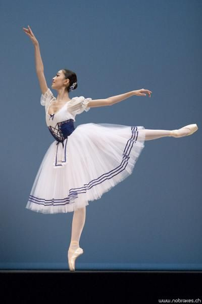 Sang Eun Lee in Giselle  I saw this in person, sooooo beautiful. Favorite thing i ever did!!