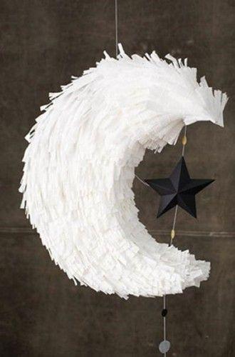 DIY piñata luna 330x500 DIY: piñata en forma de luna