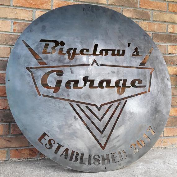 Vintage 50's Garage Sign – Personalized Metal Wall Art – Dad Man Cave, Classic Car Decor – Industrial/Loft/Dorm Decor