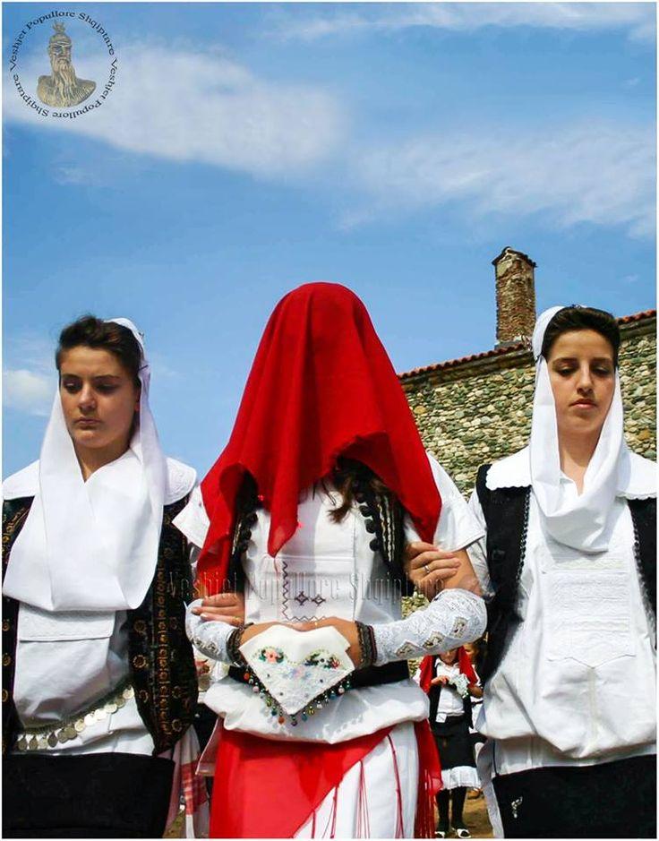 Veshje Popullore Shqiptare Isniq