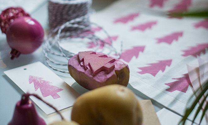 Per decorare le tovagliette della colazione, Giorgia ha ricavato degli stampini incidendo il disegno a rilievo su una patata, usata poi come timbro per colorare il tessuto a intervalli regolari.