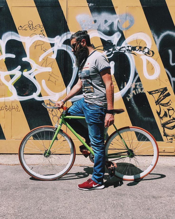 """Tutti hanno una storia di vita che ha come co-protagonista la bicicletta. La mia è il classico momento in cui da bambino si impara ad andare in bici con l'ausilio delle rotelle laterali. Ad un certo punto i genitori capiscono che sei pronto e ti aiutano a trovare l'equilibrio sul mezzo senza le rotelle. Ecco nel mio caso ho deciso io quando fosse giunto il momento giusto. Forse perché gli altri bambini più grandi avevano la bici più """"veloce"""" a due ruote ed io faticavo a star loro dietro con…"""