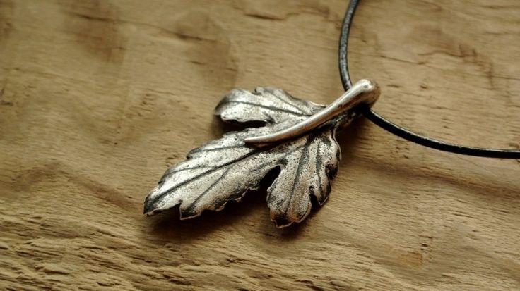 Naszyjnik ze srebrnym liściem