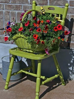 Great way to add some color!: Chairs Planters, Color, Red Flowers, Gardens Chairs, Flowers Baskets, Old Chairs, Green Chairs, Paintings Chairs, Front Porches