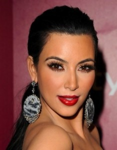 red lips: Kimkardashian, Red Lipsticks, Flawless Makeup, Eyelashes Exten, Lips Makeup, Gorgeous Makeup, Makeup Looks, Lamborghini, Holidays Makeup