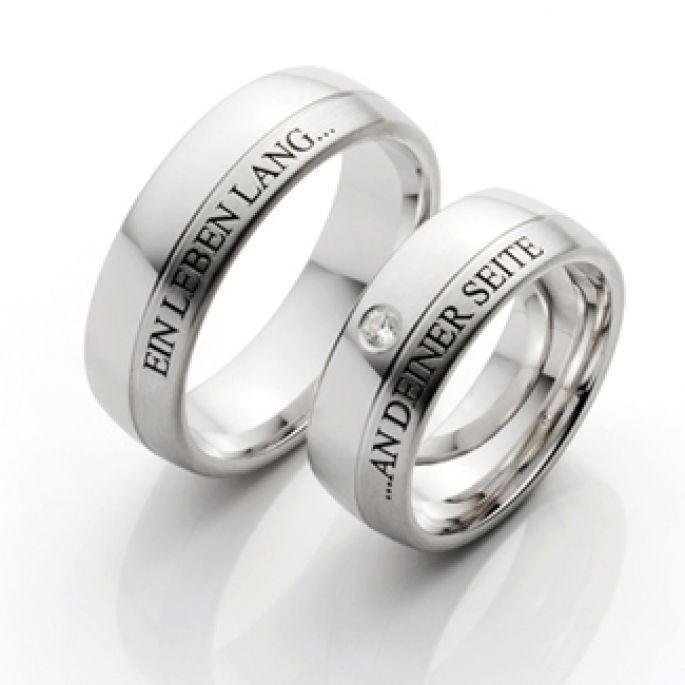 Ob aussen oder innen oder beides: Eine Gravur gehört zum Ehering einfach dazu.