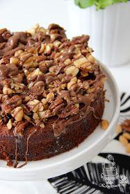 Kakku, jota lähdin tekemään siitä lähtökohdasta että pähkinöitä pitäisi saada vähennettyä kaapista. Ensin olin tekemässä piirakkaa mutt...