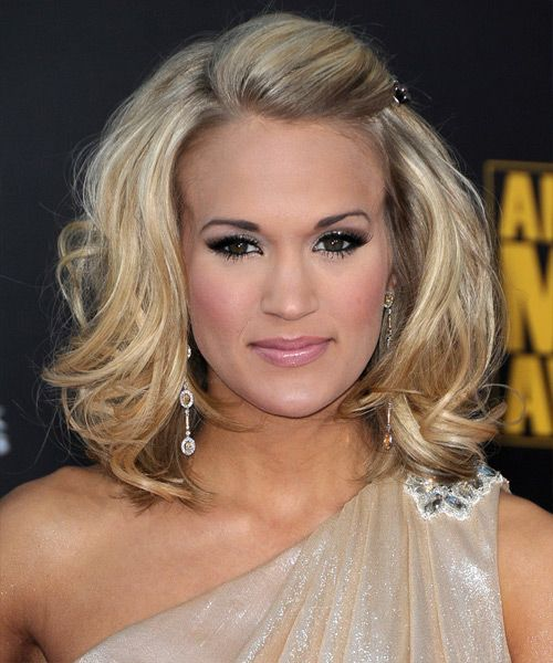 Cute hairstyle! half up / half down, who doesn't want to look like Carrie underwood on their wedding day?!