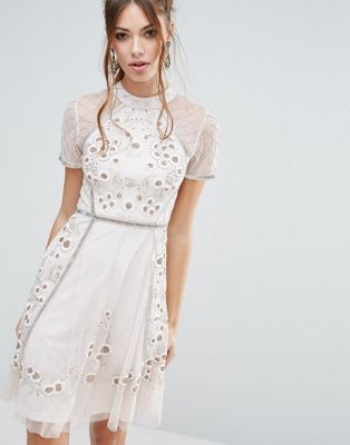 Короткое приталенное платье с цветочной отделкой Frock and Frill