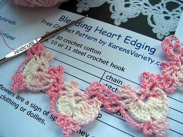 bleeding heart edging, free crochet pattern #crochet ༺✿ƬⱤღ https://www.pinterest.com/teretegui/✿༻