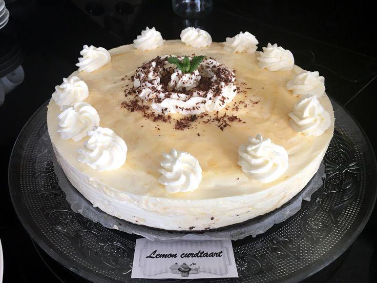 Frisse #nobake #citroentaart met een #oreo-koekjesbodem en een mengsel van zelfgemaakte #lemoncurd, verse #roomkaas en #slagroom. De lemon curd #cheesecake is een succesnummer!